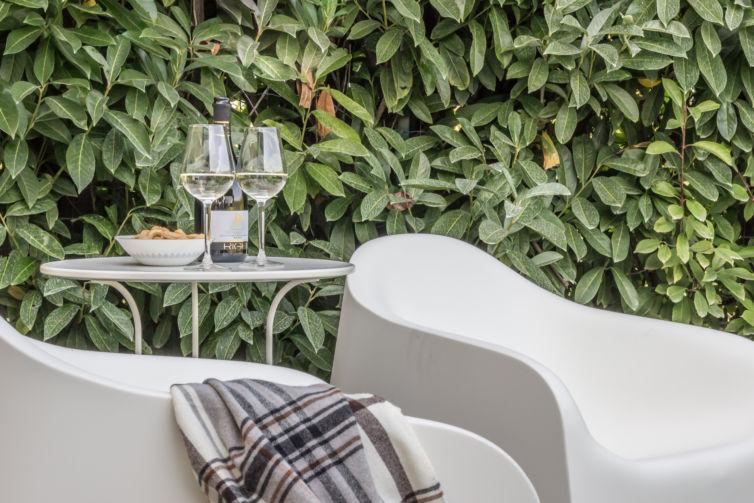 Il salotto in giardino – Home Staging in un Rustico in vendita a Parma