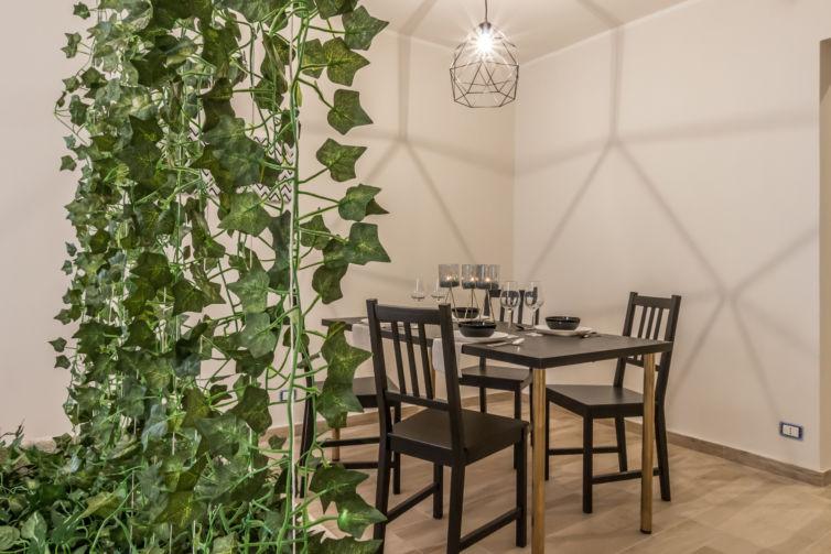 Green Wall – Home Staging appartamento grezzo in vendita a Reggio Emilia